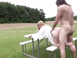 Mature slut gets her cooter fuck hole jammed outdoors hard core inwards