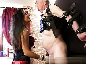Old mischievous stud is getting his pipe and his mischievous pouch abused harsh
